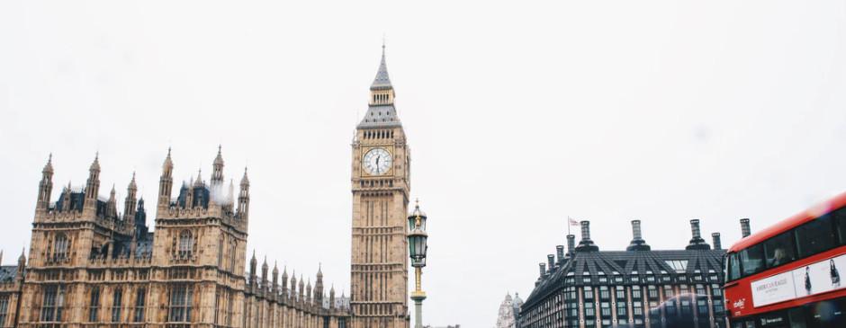 GBP: rynek wycenia pierwszą podwyżkę latem 2022 roku