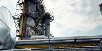 USA: przyrost wież wiertniczych o 11, lekkie spadki ropy